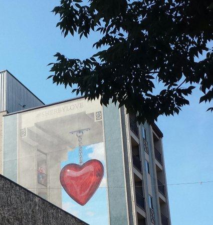 Cafe Bla-Bla: A droite de la terrasse la 15-Murale qui vient d etre terminée.