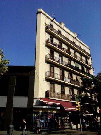 Barcelona Day Tours: Просто необычный дом, который привлек внимание