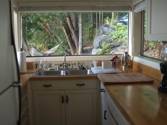 Orcas, WA: Simple kitchen