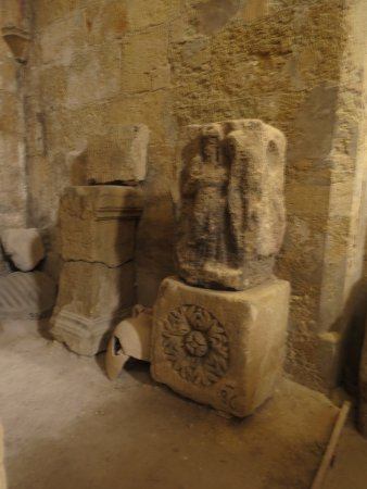 Lapidaire Museum (Musee Lapidaire): Часть экспозиции музея. Рельеф.