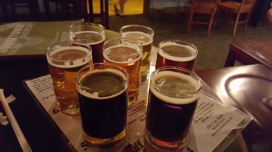 Downtown Grill & Brewery : The Sampler