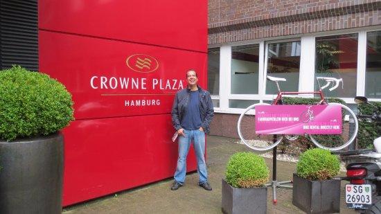 Crowne Plaza Hamburg - City Alster: Entrada do hotel