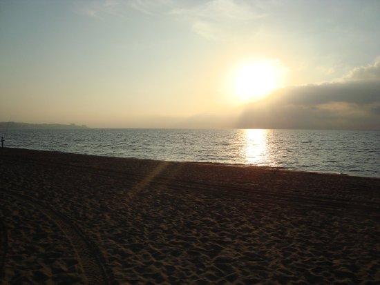 Yaramar Hotel: Sunrise over beach