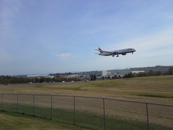 Mukilteo, WA: Test flight of new plane at Boeing