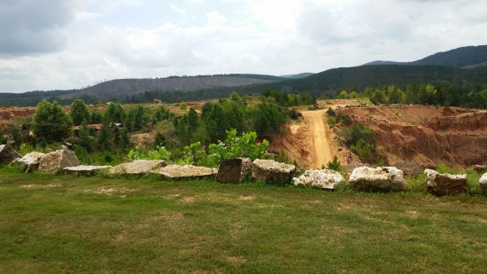 Jessieville, AR: Road down to the mine