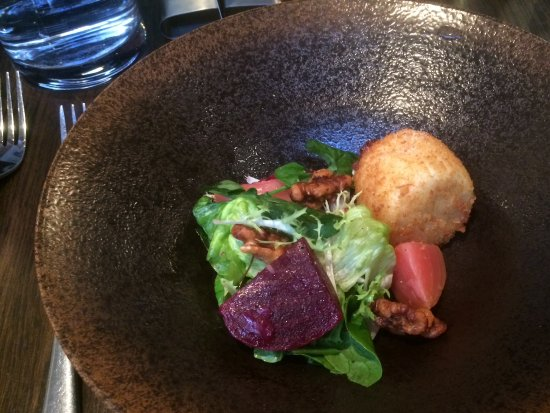 Moira, UK: Goats cheese and beetroot
