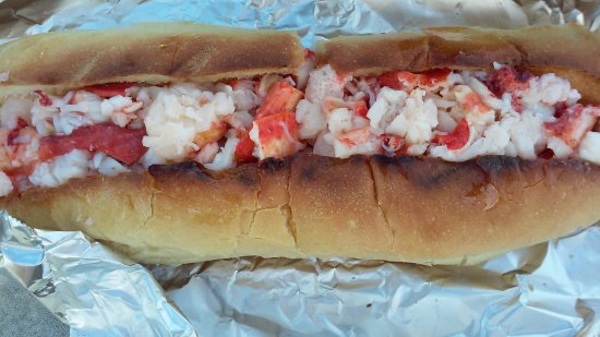 Clinton, CT : The lobster roll that I got.
