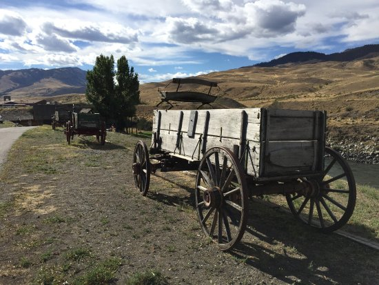 BEST WESTERN PLUS By Mammoth Hot Springs: old wagon