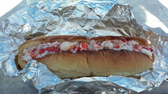 Clinton, CT : My lobster roll at Lobster Landing.