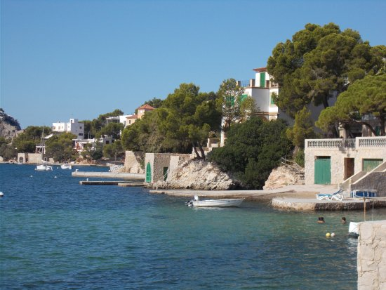 Mon Port Hotel & Spa: Near the yacht club , a very short walk from the hotel