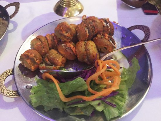 """Santa Ana, Costa Rica: """"Hongos Bharwan"""" were very delicate. They are stuffed with a cream made with cheese, cashews and"""