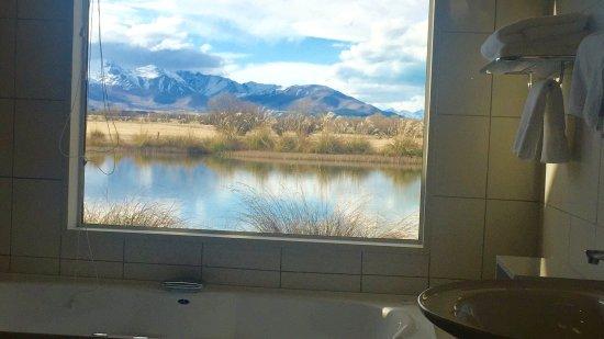Twizel, Selandia Baru: Vista che si gode dalla vasca idromassaggio della stanza