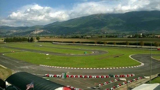 Pista karting Arcobaleno: Il circuito - 960 metri , il più grande dell'umbria