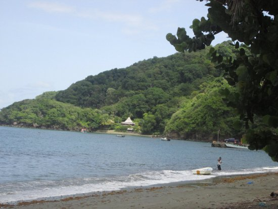 Costa Noreste, Tobago: ABOUT THREE HOUSES ARE SEEN ON GOAT'S ISLAND