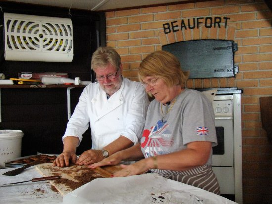 Bruinisse, Holland: The Englanders learn to make Bolus!