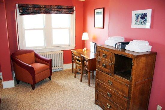 Mendota Lake House B&B: Gore Vidal Room