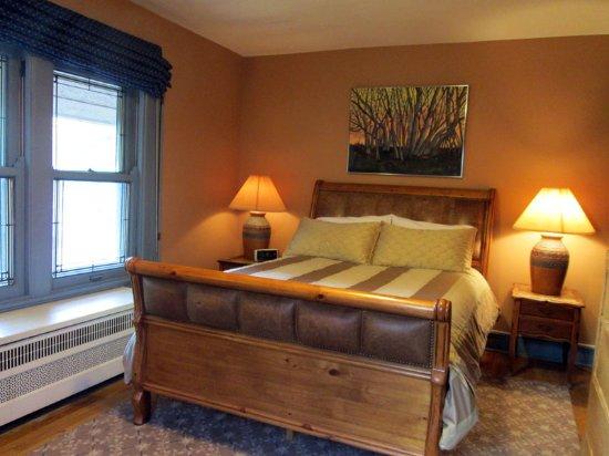 Mendota Lake House B&B: Tennessee Williams Room