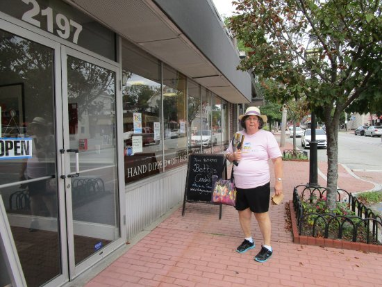 Cranston, Ρόουντ Άιλαντ: That is me outside of Betty's Candies with my purchase.
