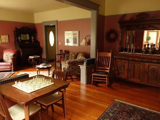 Eason Estates: Living room