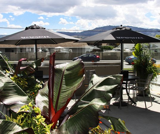 Kamloops, Kanada: Patio. Barside Lounge & Grill