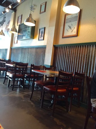 Wingstop: Small dining area