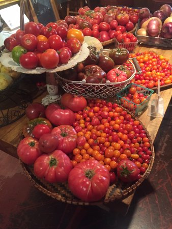 Boonville, CA: Tomato Display