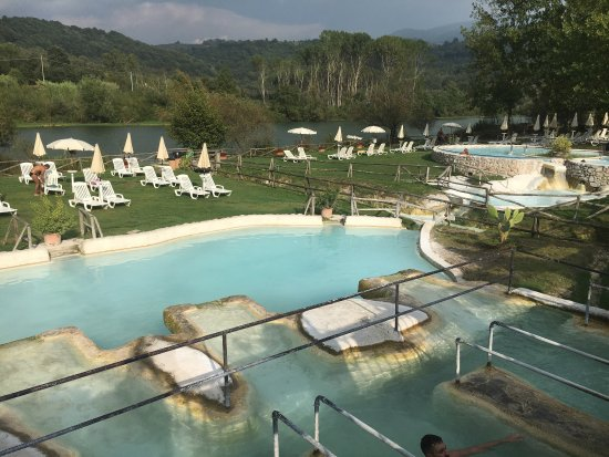 Qui idromassaggio e doccioni termali un paradiso foto - Suio terme piscine ...