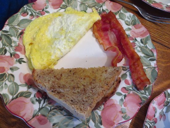 Betsy's Bed and Breakfast: Omelet with bacon