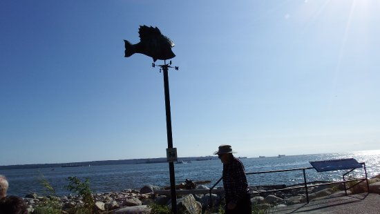 West Vancouver Seawall: art, history plaque, and views