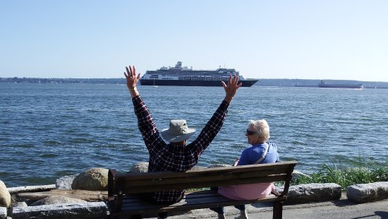 West Vancouver Seawall: waving at the cruise ship passengers :)