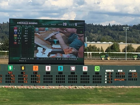 Auburn, WA: Winners board with close up of pizza eating contest