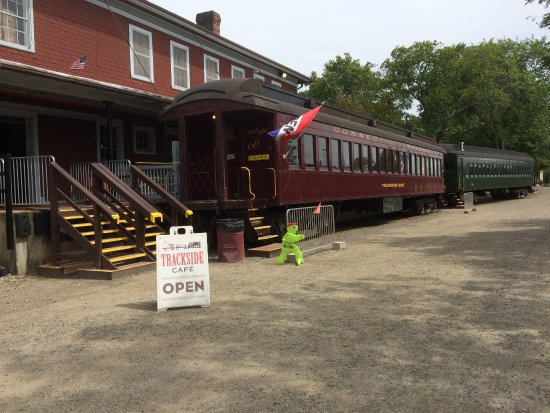 Essex, CT: Train station cafe