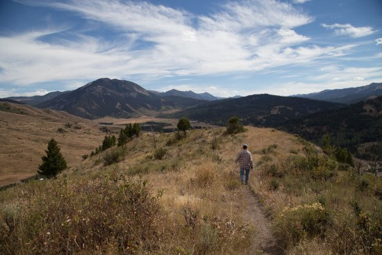 Spotted Horse Ranch: Trail for hiking or riding directly across from the ranch.