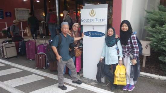 Sausheim, Francia: checking out of Golden Tulip Hotel
