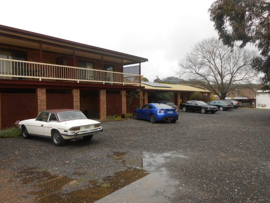 Nundle, Australia: The 2 story house has a room upstars and 2 rooms downstars which can also be rented