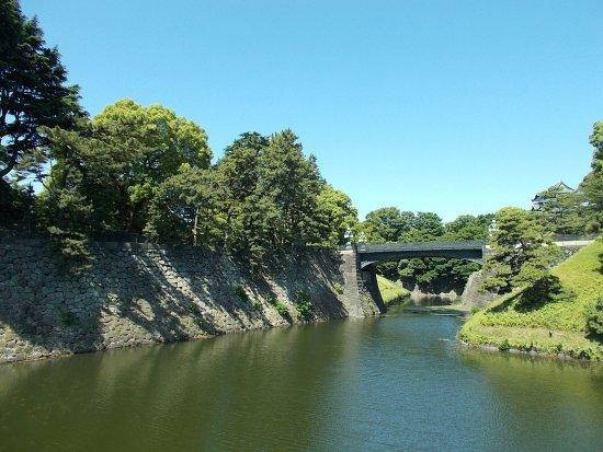 Kokyo Gaien National Garden: View of the Nijubashi Bridge just a short distance to the right of Meganebashi