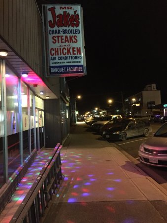 Prince George, Kanada: What's w/ the club lights? (Nov 2015)