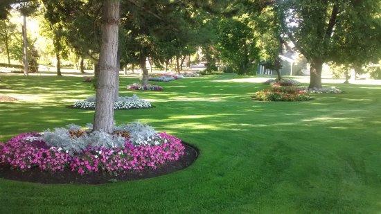 Vernon, Canada: Well kept flower beds