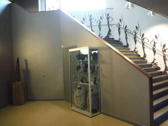 Papendrecht, Niederlande: Staircase and art