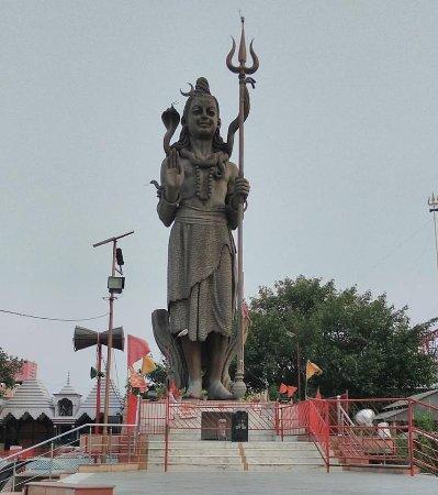 Rajpura, India: Shiva Statue outside the Shiva Mandir Nalas