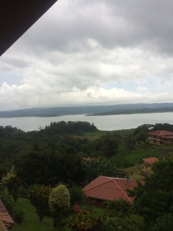 Linda Vista Hotel: View from 2nd floor room, villas in the background closer to lake