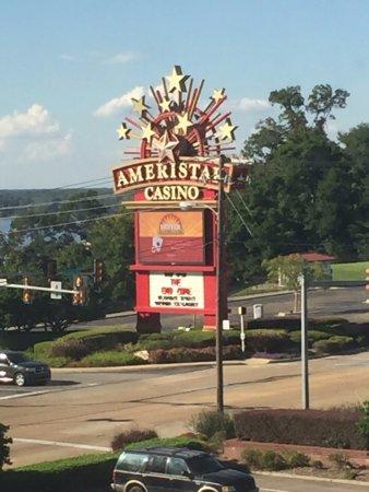 Ameristar Casino Vicksburg: Sign for the hot=el and casino