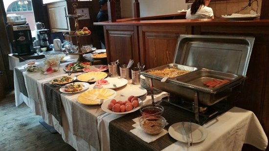Hotel Liliova Old Town: Breakfast spread