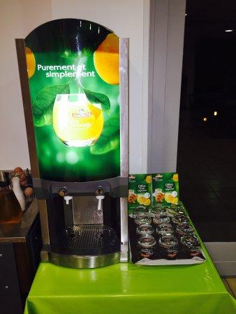 Viriat, Francia: Petit Déjeuner - Jus d'orange toujours frais