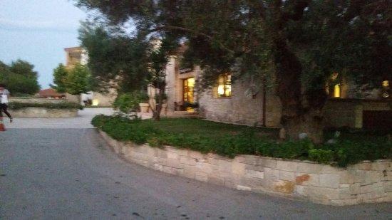 Nostos Hotel: 20160829_202154_large.jpg