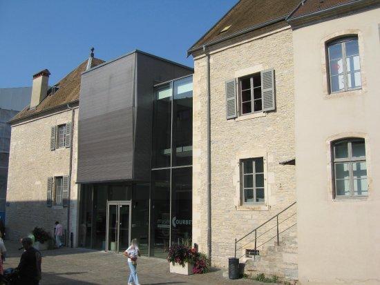 Ornans, Francia: Entrée du musée G. Courbet.