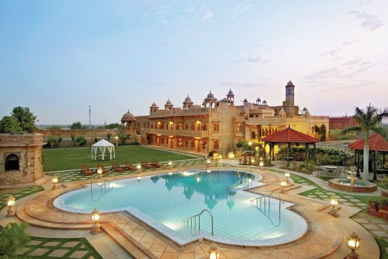 Khimsar, India: pool side
