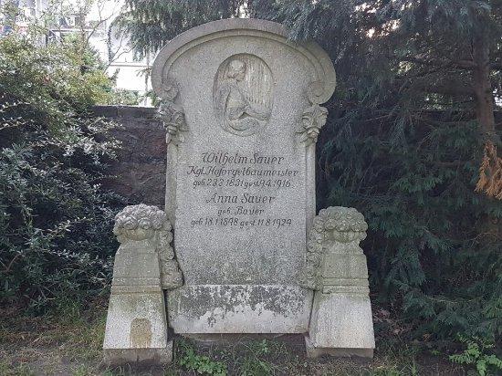 Grabdenkmal fur Orgelbaumeister Wilhelm Sauer