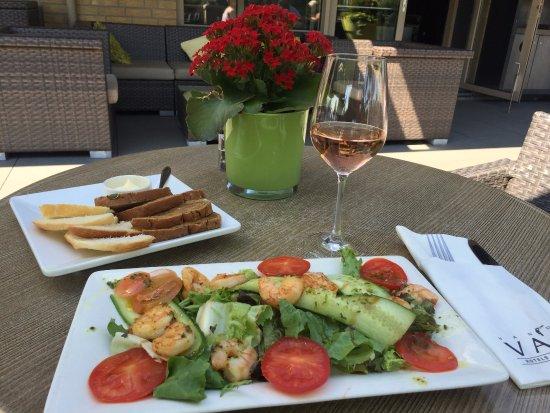 Van der Valk Hotel Stein-Urmond : Delicious shrimp salad and a glass of house rose