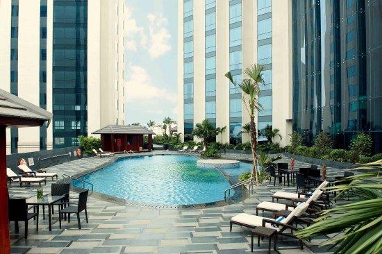 Crowne Plaza West Hanoi outdoor swimming Pool
